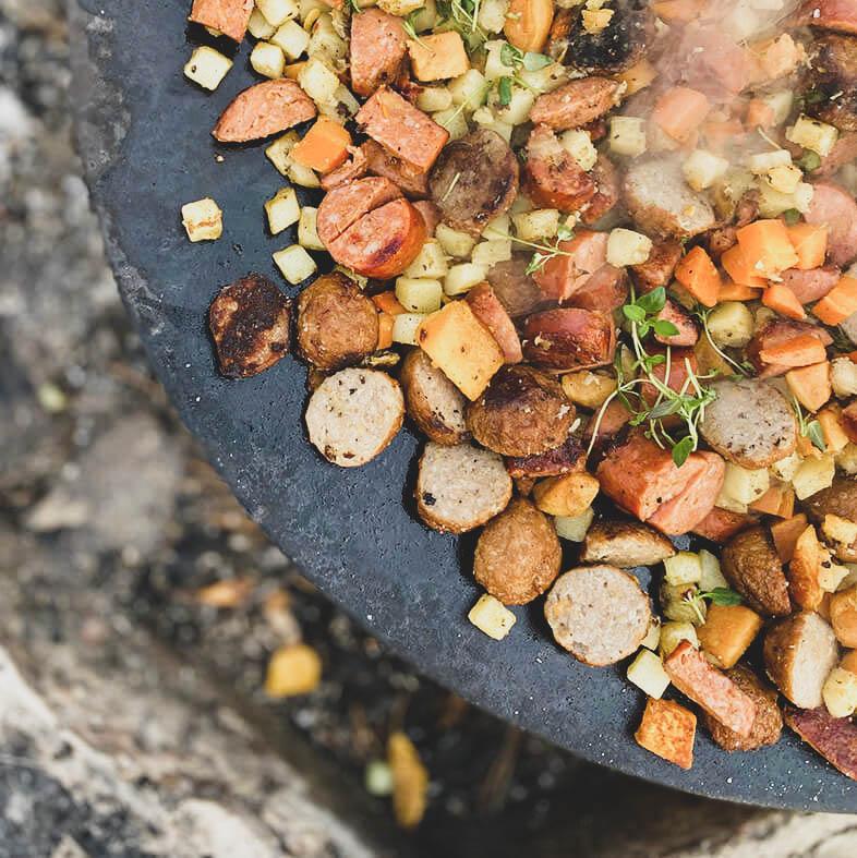 pyttipanna lagat på en stekhäll